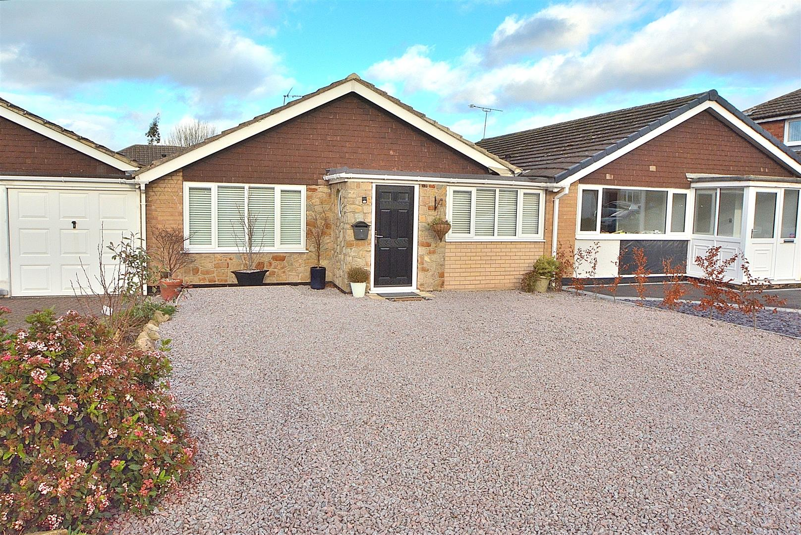 2 Bedrooms Semi Detached Bungalow for sale in Orchard Avenue, Castle Donington